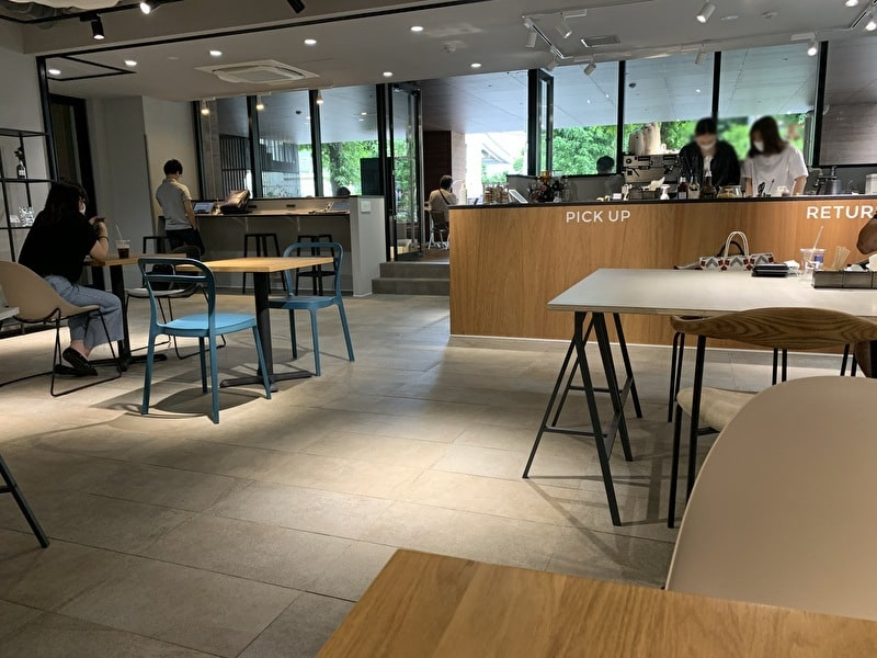 OPEN NAKAMEGURO カフェ 中目黒 内観