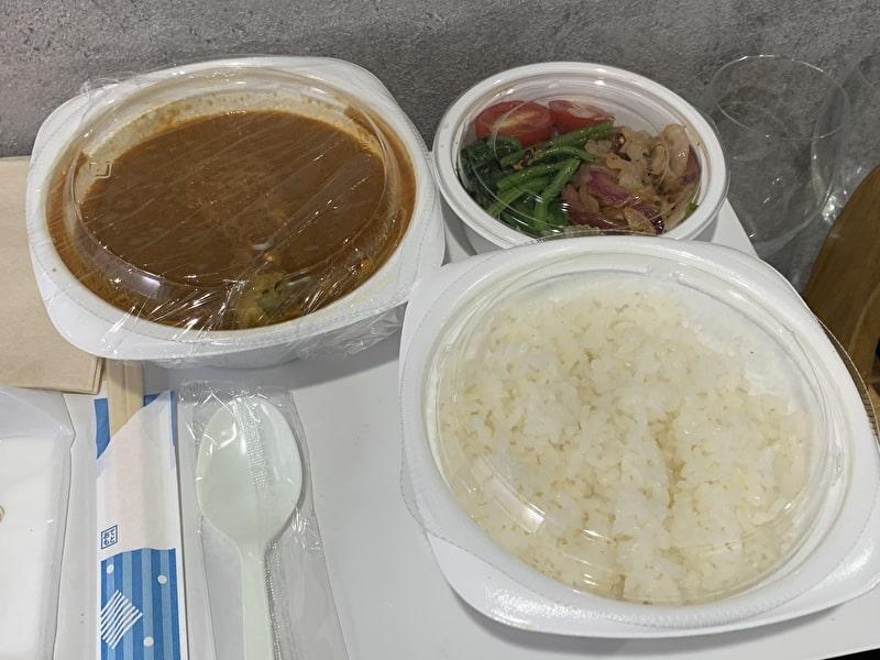 香食楽(kakura かくら) テイクアウト チキンカレー 内容