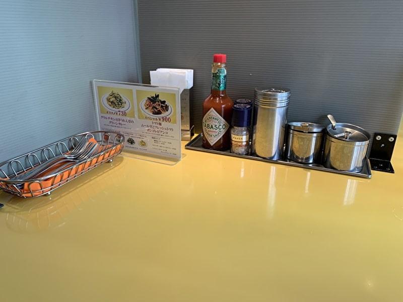 関谷スパゲティ 中目黒 テーブルの上