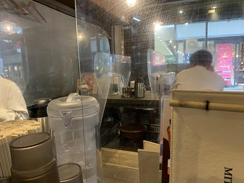 三ツ矢堂製麺 中目黒 内観 アクリル板コロナ対策
