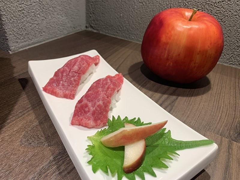 中目黒 焼肉りんご 肉寿司とりんごの置物