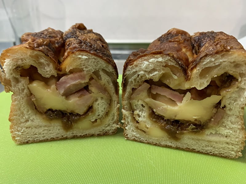 #ハッシュタグパン 中目黒 ベーコンオニオンチーズ
