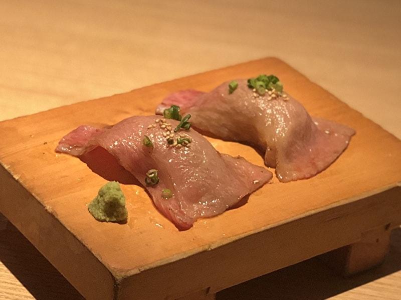 東京苑 祐天寺 肉寿司 あぶり牛とろ握り
