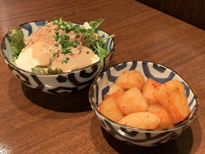 びーふてい 中目黒 焼肉 豆腐サラダとカクテキ