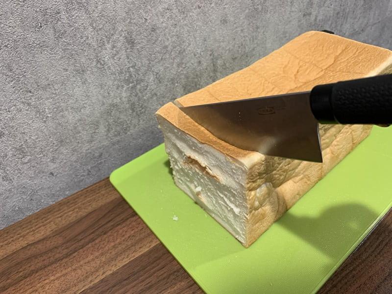 銀座に志かわ 中目黒 高級食パン 普通の包丁でも切れやすい